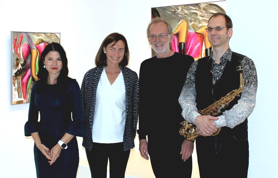 Velina van der Gaag im Kunstraum3 - Gruppenbild