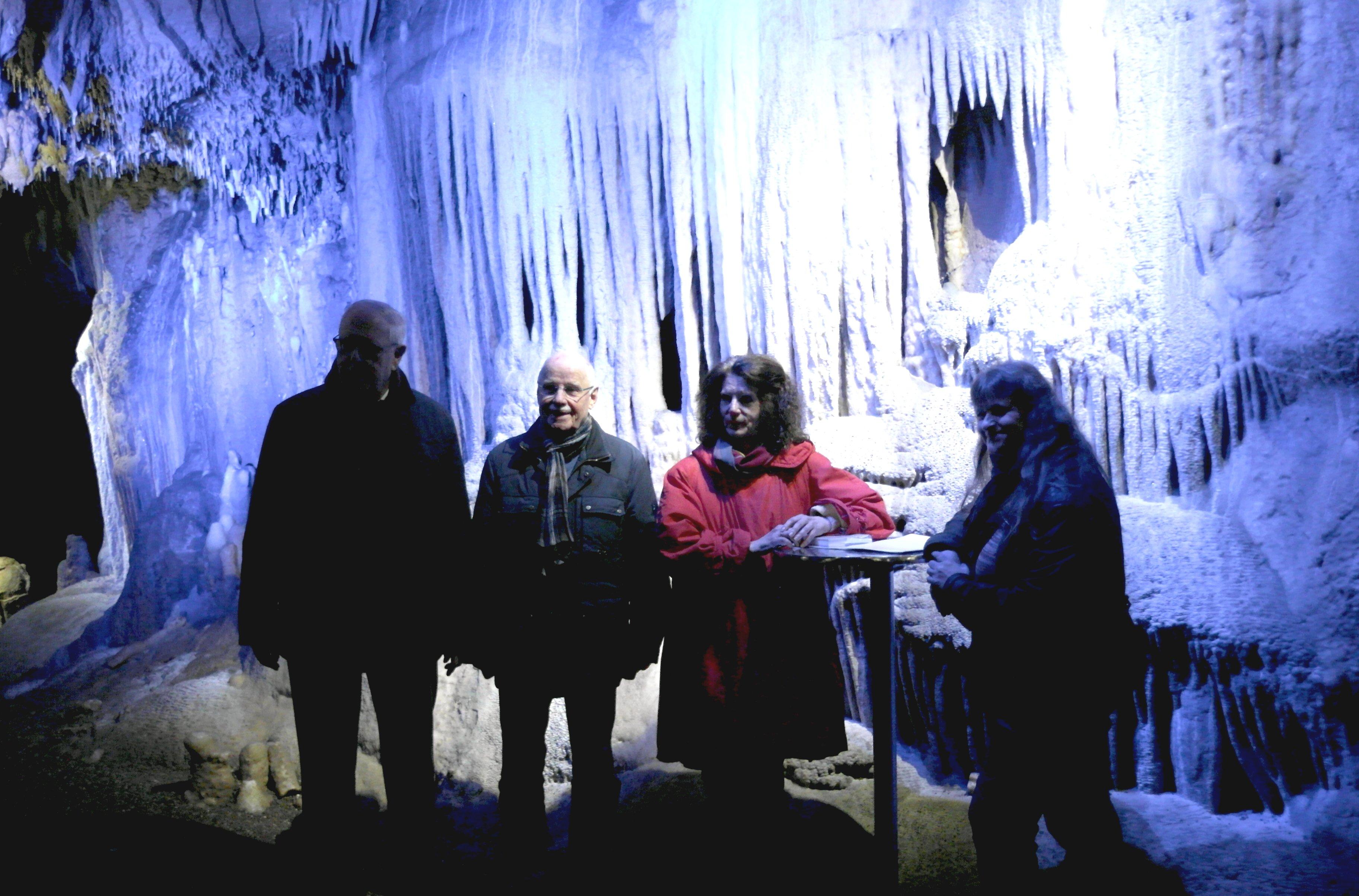 Zu Gast in der Dechenhöhle - Alle Lesenden